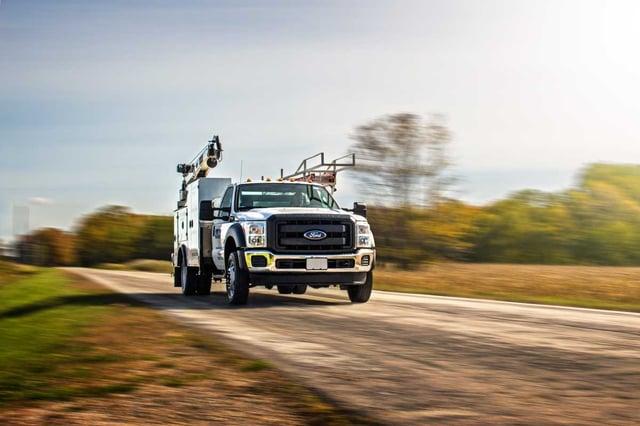 crane_service_truck_on_road