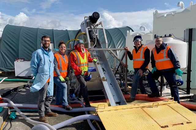 crane_team_with_water_treatment_equipment